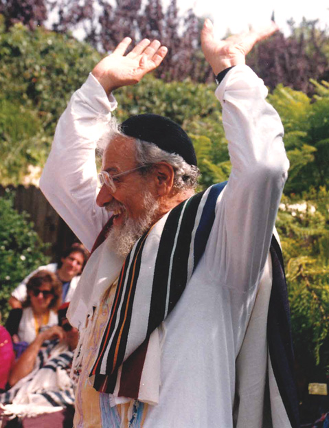 Rabbi Schachter-Shalomi at a High Holidays service, Los Angeles, late 1990s. (Courtesy of the Zalman M. Schachter-Shalomi Collection, The University of Colorado at Boulder, Archives.)