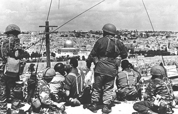 Soldiers overlook Jerusalem 1967