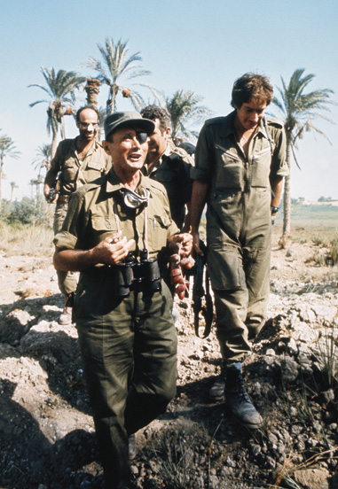 Moshe Dayan visiting the front in Egyptian territory, 1973. (Photo by Keystone-France/Gamma-Keystone/Getty Images.)