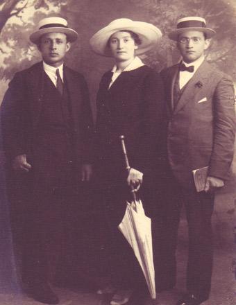 Sarah Aaronsohn with NILI members, Yosef Lishansky, left, and Lyova Shneerson, Cairo, 1917. (© Beit Aaronsohn-Museum Nili, Zikhron Yaakov.)