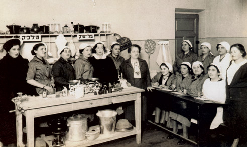 Fania Lewando, center, teaching Jewish women about healthy diet and nutrition, Vilna, 1930s. (© 2015 by  Random House. Excerpted by permission of Schocken, a division of Random House LLC.)