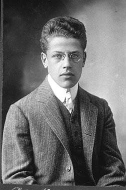 Franz Rosenzweig, ca. 1905. (Photo by Peter Matzen, Göttingen Studio. Courtesy of the Leo Baeck Institute.)