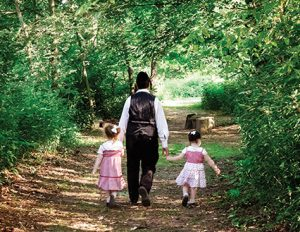 A Hasidic family out for a walk, Woodbourne, NY. (Courtesy of Eli Wohl.)
