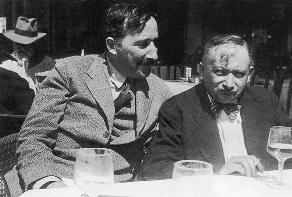 Stefan Zweig and Joseph Roth in Ostend, Belgium, 1936. (Photo by Imagno/ Getty Images, Hulton Archive.)