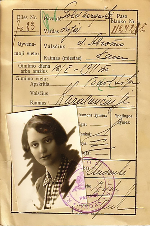 Lea Goldberg's student identification card from 1929 with her photo attached.