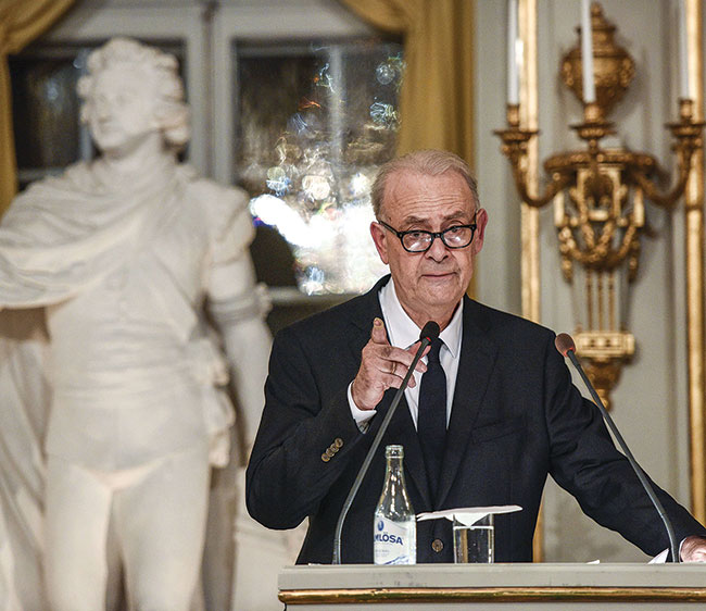 Photo of Patrick Modiano delivering his Nobel lecture.