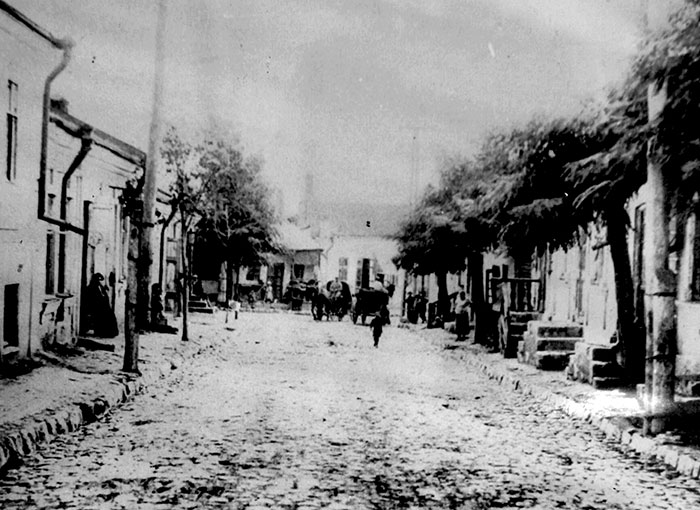 Black and white photo of a street in the Jewish quarter of Kishinev