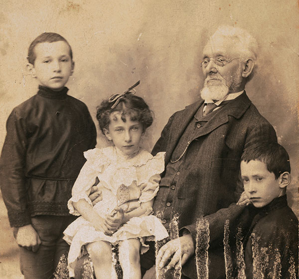 Family portrait of Sholem Yankev Abramovitsh and his grandchildren.