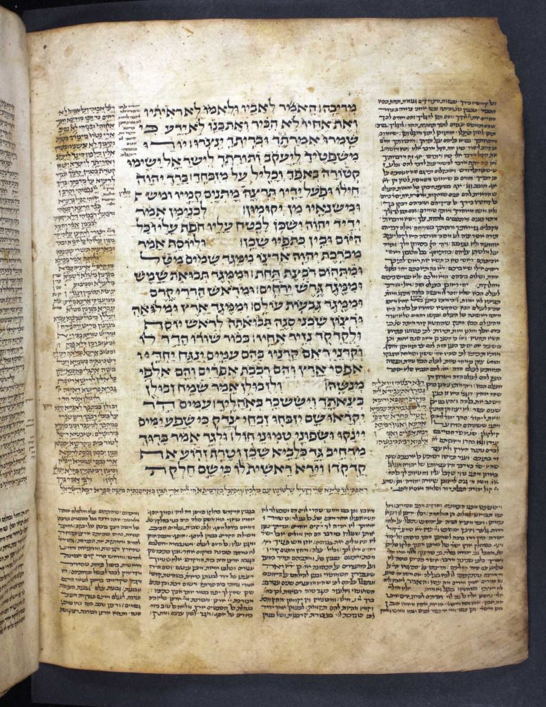 Page from Medieval Bible in the three-column layout.