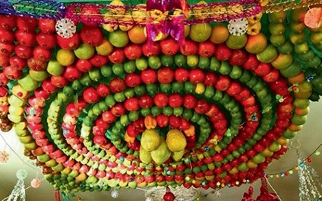Ceiling decorated with bright, concentric circles of fruit.