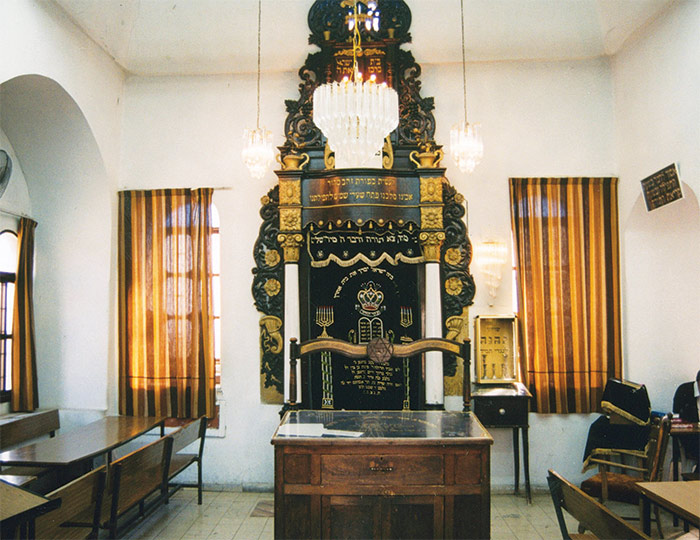 Interior of the Karliner synagogue, Tiberias. (Wikimedia Commons.)