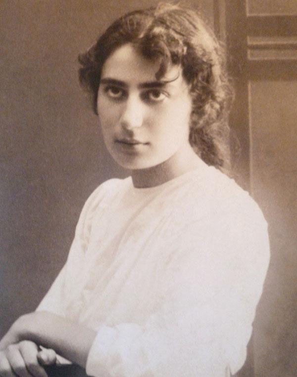 Rahel Bluvshteyn, ca. early 1920s.