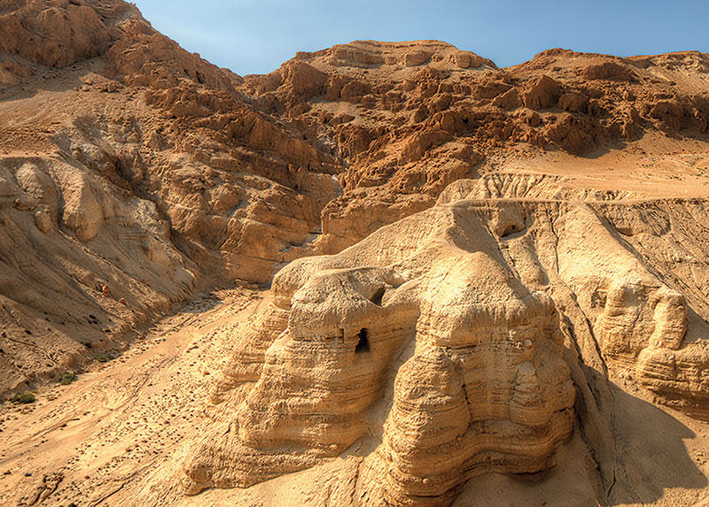 Cave 4Q of the Qumran caves, where the Dead Sea Scrolls were found. (Photo by Sean Pavone/Alamy Stock Photo.)